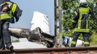 Sportflugzeug stürzt auf S-Bahn-Strecke