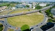 Hier soll die Multifunktionsarena hin: Kaiserlei-Gebiet zwischen Frankfurt und Offenbach mit dem weithin bekannten Kreisel