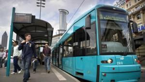 Busse und Bahnen pünktlicher als erwartet