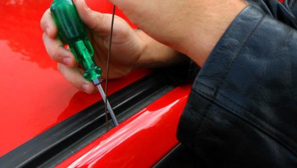 Polizei warnt vor Autoaufbrechern