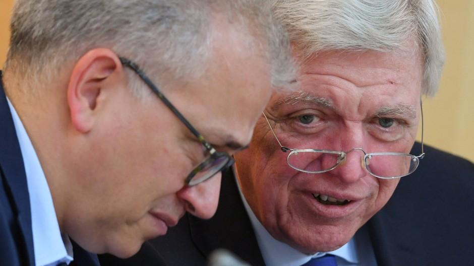 Treue Koalitionspartner: Hessens Ministerpräsident Volker Bouffier (CDU) und sein Stellvertreter Tarek Al-Wazir (Die Grünen).