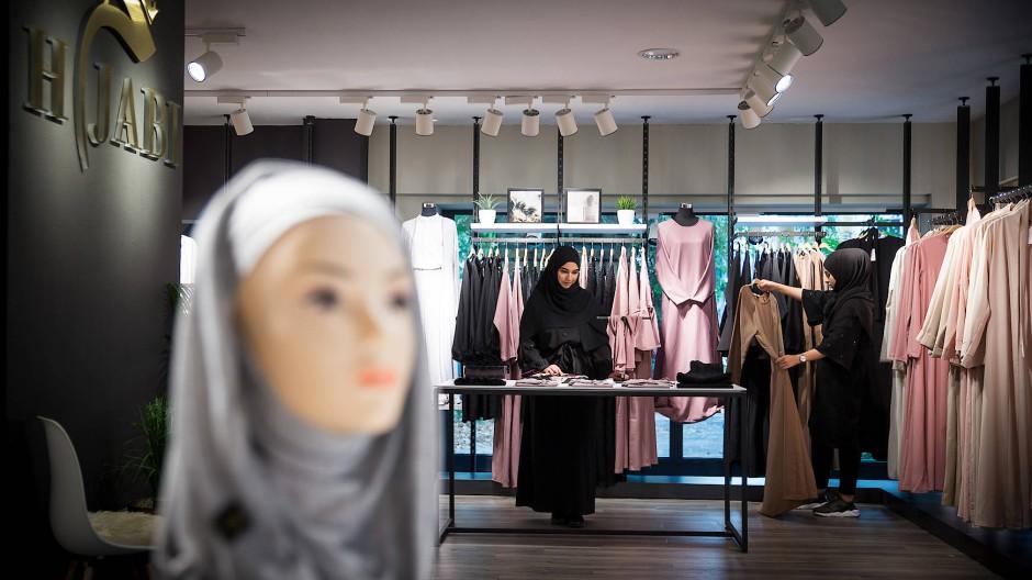 Zuruckhaltende Mode Frankfurter Laden Fur Islamische Kleidung