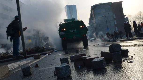 2700 Euro Strafe für Bengalos verhängt
