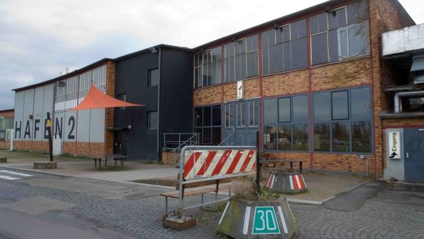 Offenbach batschkapp schnuppert mal und zieht weiter for Depot offenbach