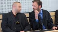 Unschuldig? Der Verteidiger des im Herborner Polizistenmord angeklagten Mann (links) fordert einen Freispruch