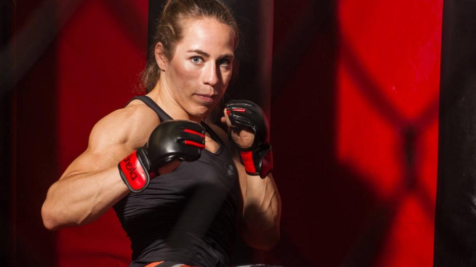 """Die Schöne ist das Biest: Sheila Gaff in ihrer Kampfsportschule """"Pyranha MMA"""" in Offenbach"""