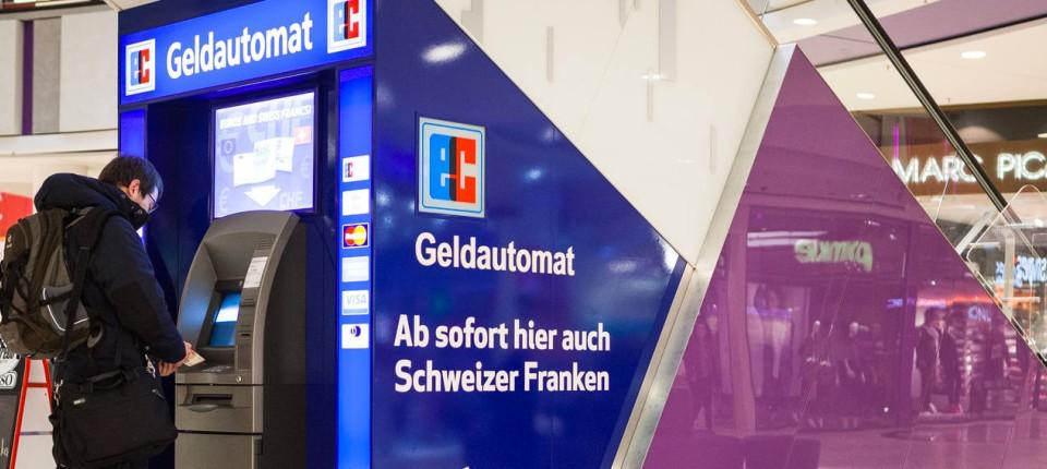 Frankfurter Geld Automat Gibt Schweizer Franken Aus