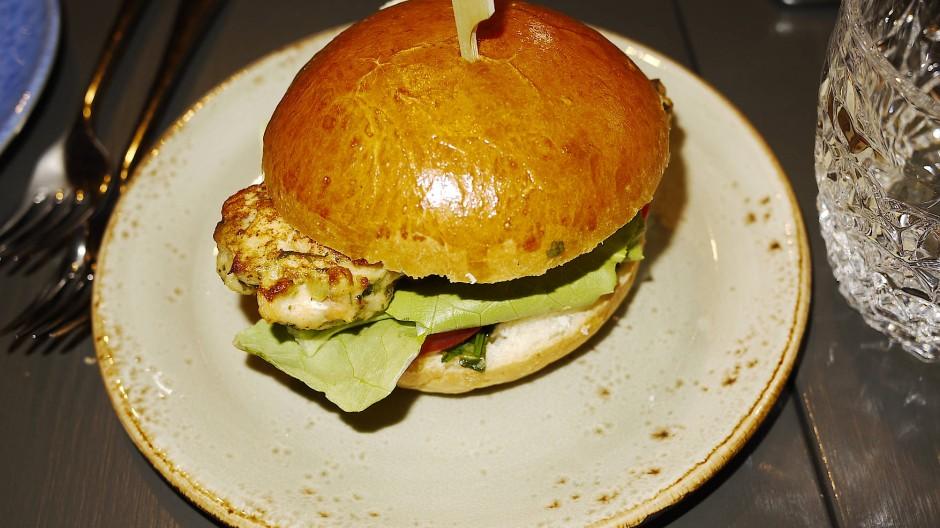 """Kein dumper Burger. Fischbrötchen im Brioche im """"Stanley"""""""