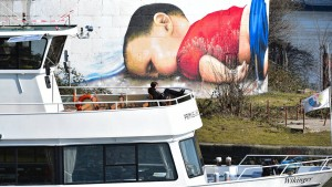 Graffiti für ertrunkenes Flüchtlingskind beschmiert