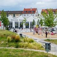 Für Kinder gibt es immerhin einen Spielplatz: Blick in einen Teil des Senefelder Parks in Offenbach