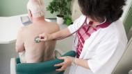 Mit Bauchschmerzen zum Augenarzt