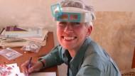Blickt durch: Die US-amerikanische Wissenschaftlerin Nina Jablonski untersucht fossile Zähne.