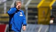 Nach sieben Spielen ohne Dreier unzufrieden: FSV-Frankfurt-Trainer Möhlmann