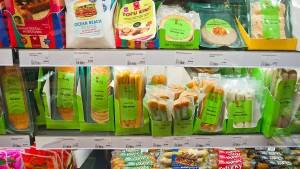 Tofu und Sojamilch sind jetzt überall zu haben