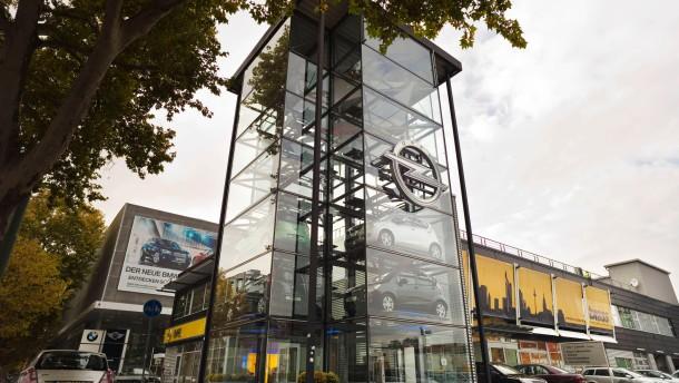 Opel - Die Auto Brass Gruppe aus Aschaffenburg hat das  Frankfurter Autohaus Georg von Opel übernommen und an der Hanauer Landstraße im früheren Smart-Bau neu eröffnet.