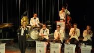 Ein Mann und sein Orchester: Denis Wittberg und die Schellack-Solisten.
