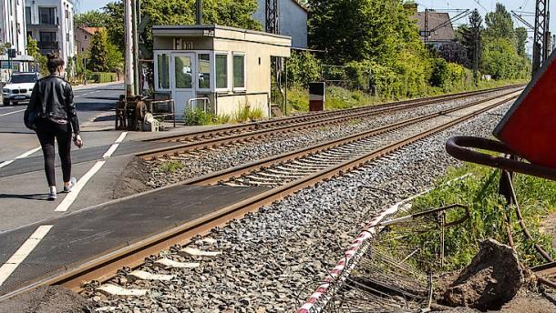 Bahnübergänge mit Schrankenwärtern sind selten geworden