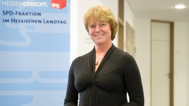 Heike Habermann - Die schulpolitische Sprecherin der  SPD-Landtagsfraktion im Gespräch über die Entwürfe zum hessichen Schulgesetz von der SPD und der Landesregierung.