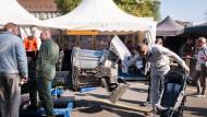Annäherung: Wenn die Bundeswehr mit dem Volk feiert, sieht das unter anderem so aus - gesehen beim Einheitsfest 2014 in Hannover