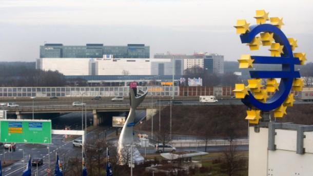Condor hat Gateway Gardens im Blick