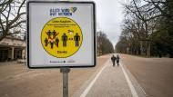 Hoffnungsträger: Dieses Schild in Bad Homburg soll Mut machen