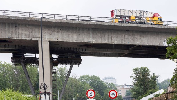 Posse um Sprengung der Salzbachtalbrücke