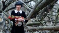 Draußen im Walde hat Fräulein Brösel viel über die Früchte und Beeren gelernt, die heute in ihren Schnäpsen stecken.