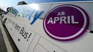 Aufgabe: Das Frankfurter Fernbusunternehmen City2City stellt seinen Betrieb zu Mitte Oktober ein - hier ein Foto vom März 2013 vor dem Start