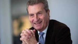 Günther Oettinger will Führungspersönlichkeiten  für Europa fördern