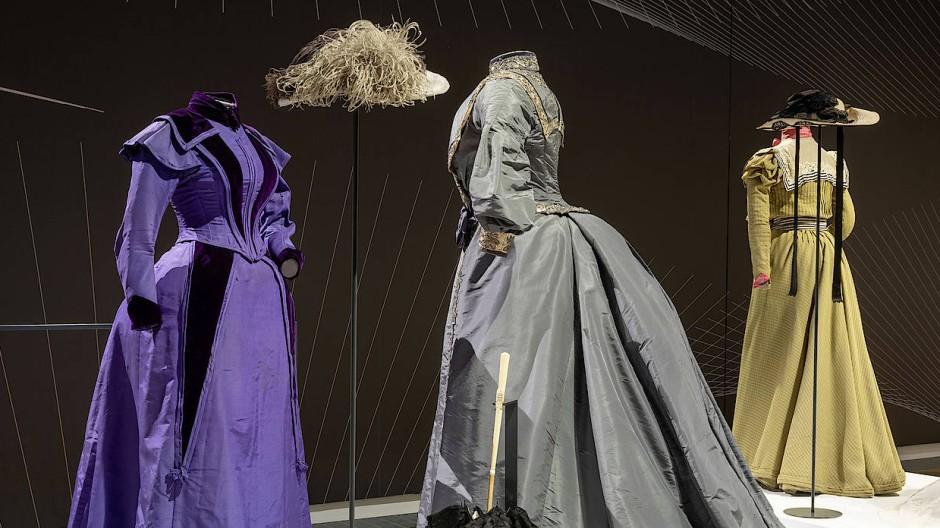 Ausstellung Bewegte Kleidung In Frankfurt