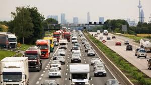 Unfälle mit Lastwagen sorgen für lange Staus
