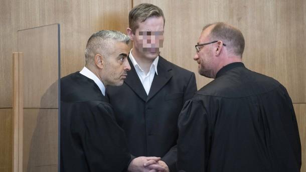 Ehefrau von Stephan E. stützt Vorwürfe gegen ehemaligen Anwalt