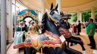 Drehmoment: Erstmals seit dem Zweiten Weltkrieg ist das älteste freistehende Karussell der Welt in Hanau wieder in Betrieb