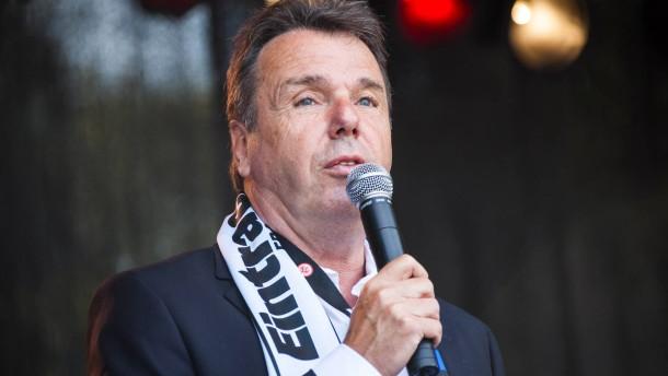 Bruchhagen stärkt Trainer Schaaf