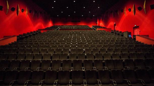 Cinestar Metropolis - Der Kinobetreiber Frank Kasper zeigt wie weit die Renovierungsarbeiten vorangekommen sind.