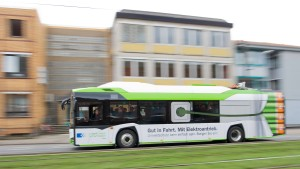 Ohne Abgase zum Palmengarten: Frankfurt kauft E-Busse
