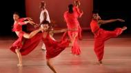 Oben modern, unten klassisch und mit wachem Geist - so wünscht sich Alvin Ailey seine Tänzer.
