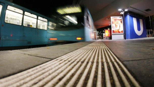 Pfefferspray gegen Randalierer - Kopfstoß gegen Busfahrer