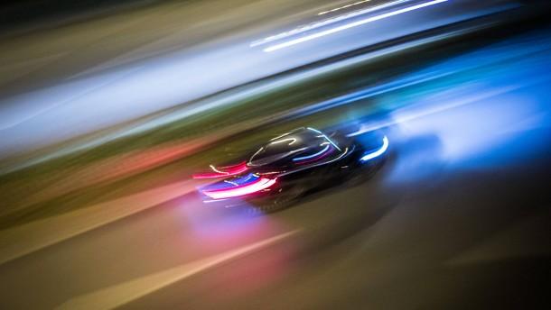 Männer melden sich nach illegalem Autorennen