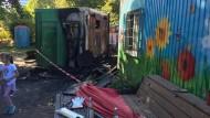Beschädigt: Die Flammen erfassten zwei Container auf dem Abenteuerspielplatz, in denen vor allem Werkzeuge und Malutensilien untergebracht sind.