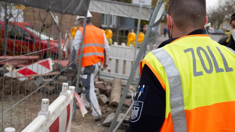Gang auf die Baustelle: Der Zoll kämpft gegen Schwarzarbeit.