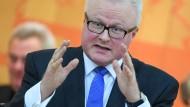 Weht sich gegen Behauptung, mit Steuergeldern zu zocken: Finanzminister Thomas Schäfer (CDU)