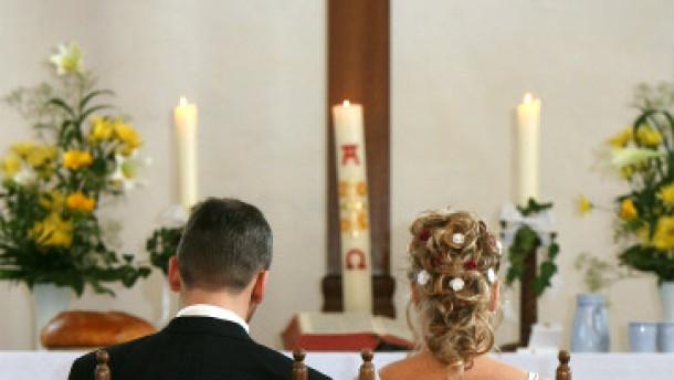 Weiter erst zum Standesamt und dann vor den Altar