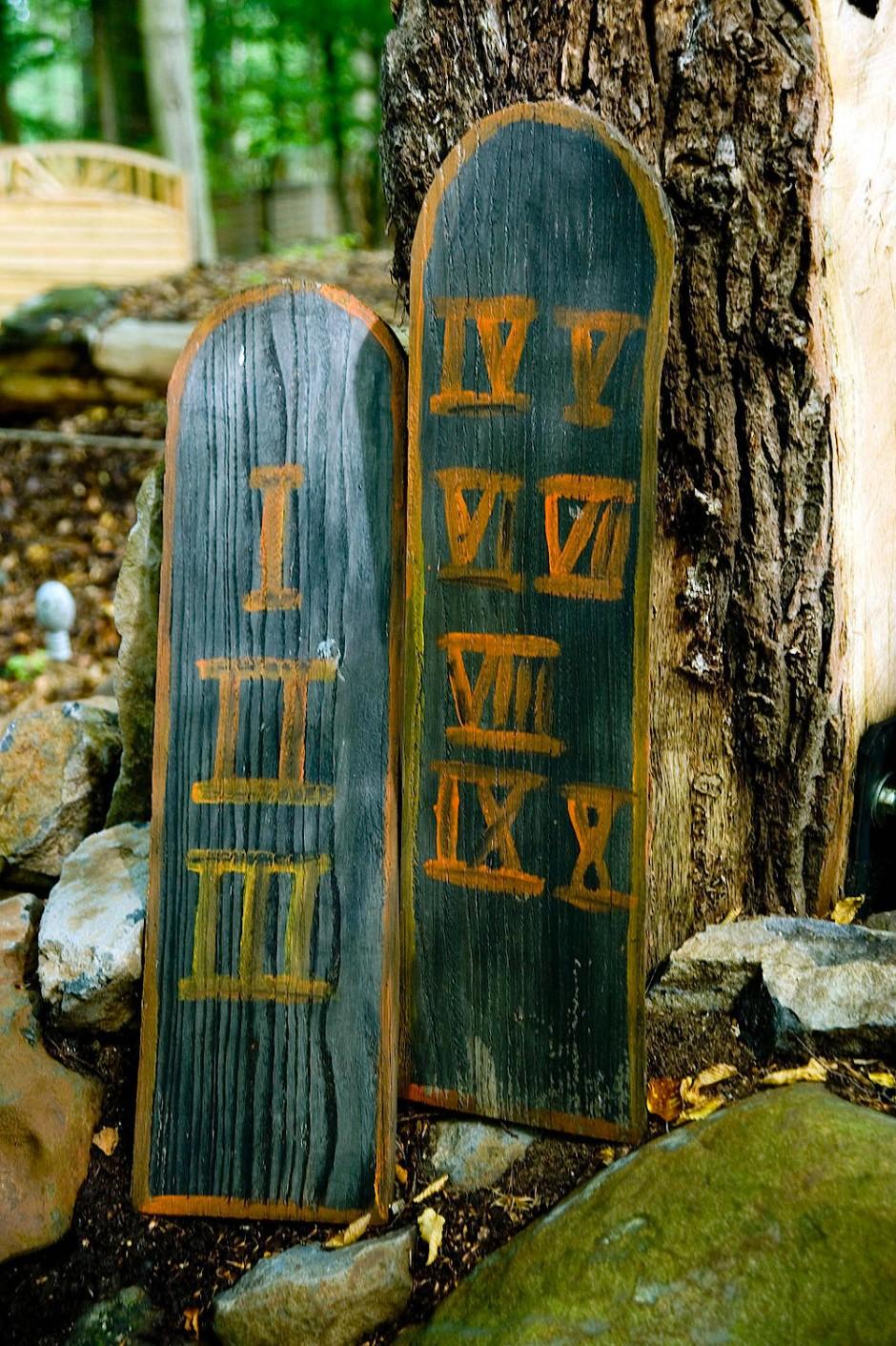 Impression aus dem Bibelpark: Die zehn Gebote