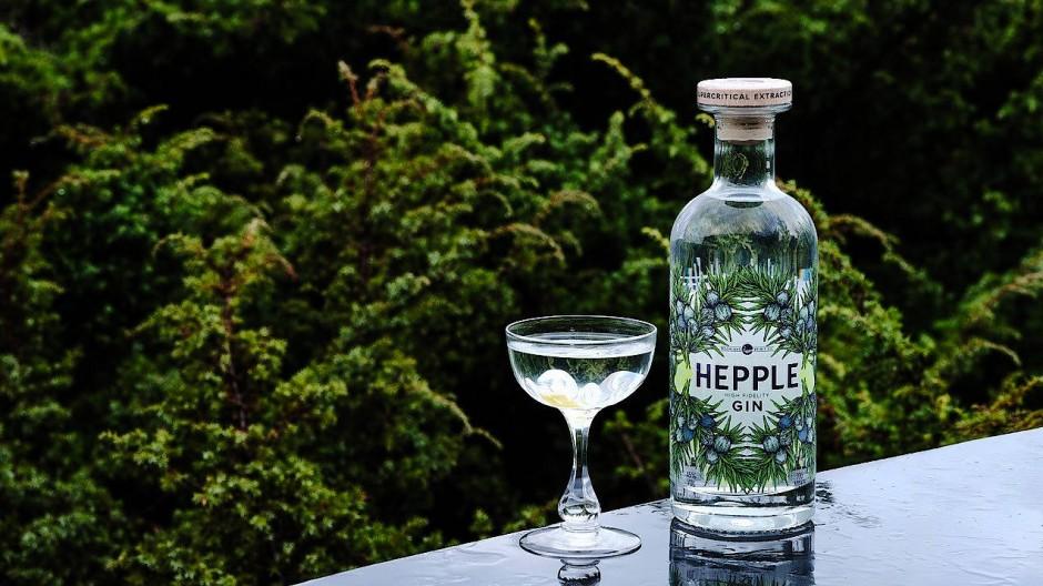 Ungewöhnlich intensiv: Der Hepple entsteht aus sechs unterschiedlichen Destillaten, einem Wacholderextrakt und reinem Quellwasser.