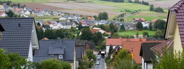 Gebietsaustausch: die Gemeinde Nieste an der Grenze zu Niedersachsen
