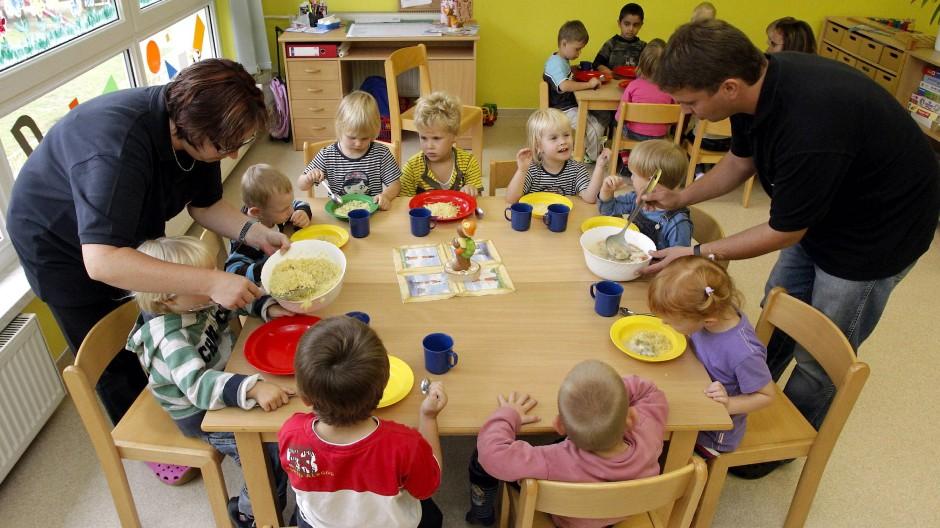 Arbeitsplatz mit Zukunft: In Hessen werden in den nächsten Jahren laut einer Studie rund 8000 zusätzliche pädagogische Fachkräfte benötigt.