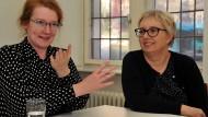 Zwitschern gegen Sexismus: Nicole von Horst und Antje Schrupp (rechts) kämpfen mit einer Internet-Initiative für ein gerechtes Verhältnis der Geschlechter