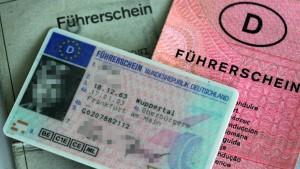 Kreis-Mitarbeiter soll Führerscheine verkauft haben