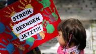 Proteste zum Auftakt der dritten Kita-Streikwoche